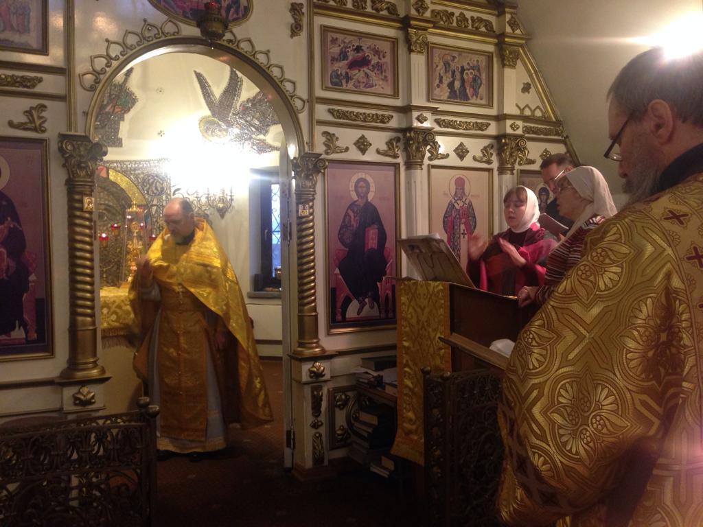 Память вмц. Параске́вы, нареченной Пятница, святителя Дими́трия, митрополит Ростовского